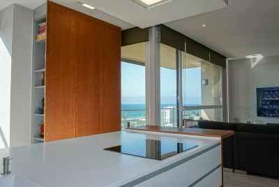 Просторная светлая квартира с видом на море недалеко от пляжа